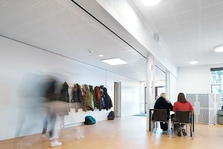 sufity podwieszane w szkole